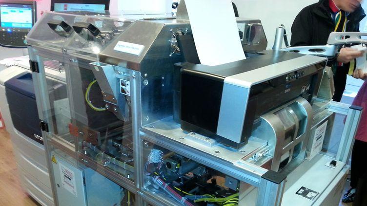 (Le robot imprimante de la librairie PUF à Paris  © Alice Serrano/Radio France)