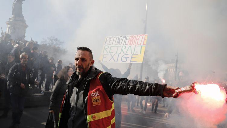 Le cortège de la manifestation parisienne contre la réforme des retraites, le 6 février 2020. (THOMAS SAMSON / AFP)