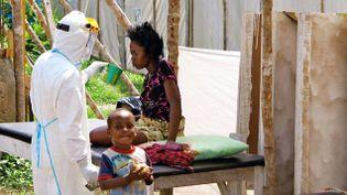 (Une malade atteinte d'Ebola en Sierra Leone © REUTERS / Jo Dunlop)