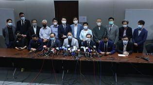 Les députés pro-démocratie de Hong Kong donnent une conférence de presse, le 11 novembre 2020. (EYEPRESS NEWS / AFP)