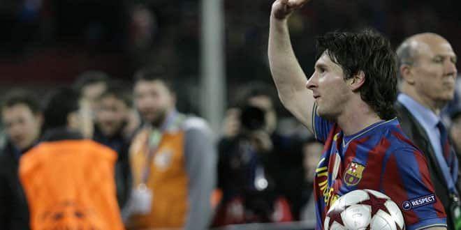 Le joueur du FC Barcelone Lionel Messi était reparti avec le ballon du match contre Arsenal après son quadruplé
