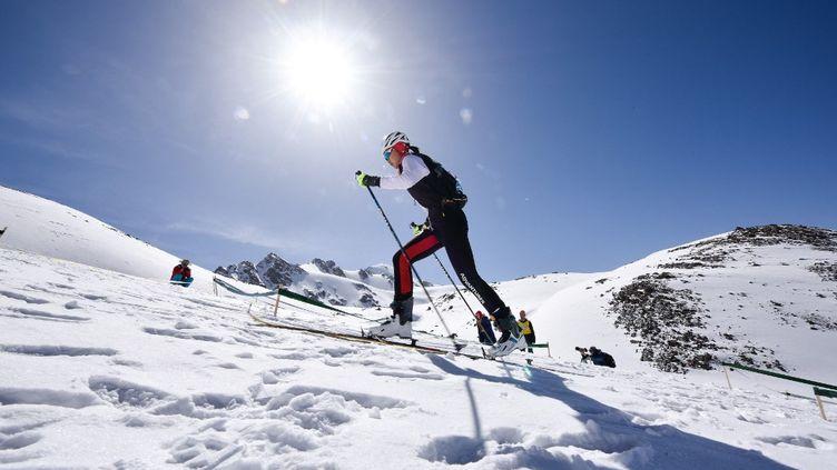Le ski-alpinisme (ici une course organisée en Chine, le 24 mai 2019) sera au programme des JO d'hiver de Milan en2026. (WU GANG / XINHUA / AFP)