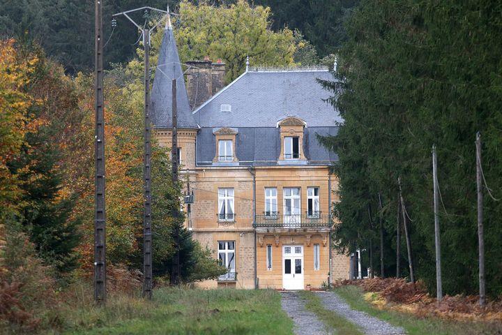 Le château du Sautou, qui appartenait à Michel Fourniret, près de Ville-sur-Lumes (Ardennes), le 27 octobre 2020. (FRANCOIS NASCIMBENI / AFP)