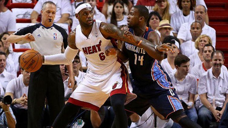 LeBron James face à Michael Kidd-Gilchrist