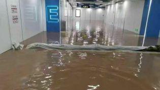 Deux stations de métro de Zhengzhou ont été submergées, mardi.Vingt-cinqpersonnessontmortes dans les souterrains,rapporteun premier bilan officiel. (EYEPRESS NEWS / AFP)