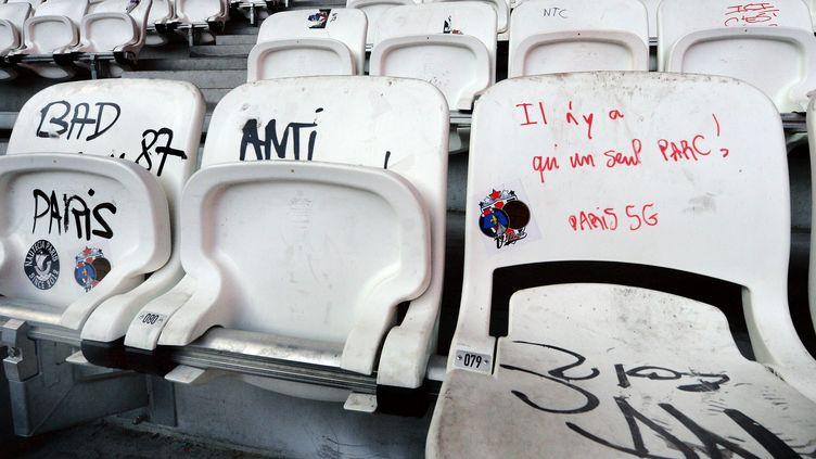 Des sièges du parc OL ont été vandalisés samedi 1 avril 2017 par des supporteurs du Paris-Saint-Germain. (RICHARD MOUILLAUD / MAXPPP)