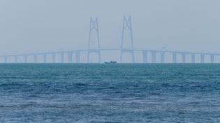 Le pont qui relie Hong Kong à Macao, en Chine,vu de Hong Kong, le 22 octobre 2018. (ANTHONY WALLACE / AFP)