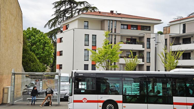 Un bus de lacompagnie des transports de Lyon, le 26 avril 2016. (RICHARD MOUILLAUD / MAXPPP)