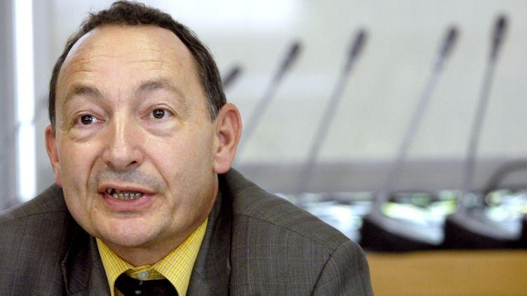 Jean-Claude Ghislain, directeur adjoint de l'ANSM, est à la tête de la direction des situations d'urgence, des affaires scientifiques et de la stratégie européenne, en juin 2017. (STEPHANE DE SAKUTIN / AFP)
