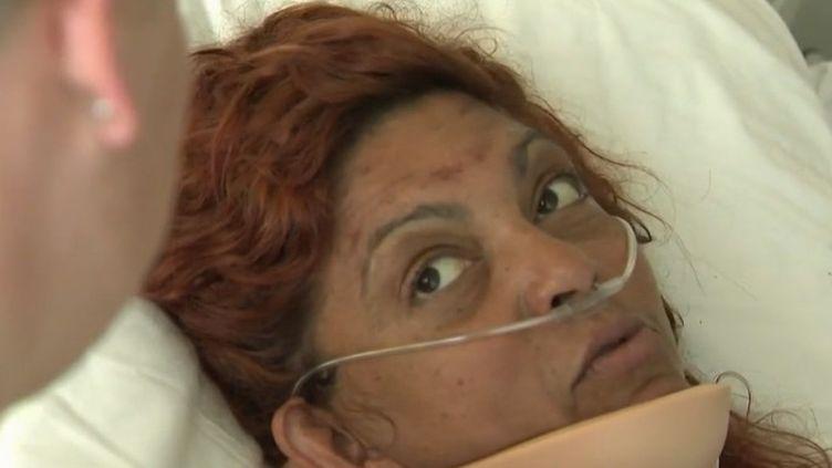 Près de Liège en Belgique, une femme de 45 ans est restée coincée six jours dans sa voiture accidentée dans un fossé. Elle a réussi a survivre en buvant de l'eau de pluie. (FRANCE 2)