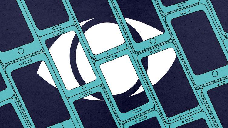 Illustration de la surveillance du logiciel Pegasus, commercialisée par la société israélienne NSO, de nos smartphones. (FRANCEINFO / JESSICA KOMGUEN)