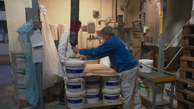 Les fabricants français de peinture manquent de certaines matières premières essentielles à la production. (CAPTURE ECRAN FRANCE 3)