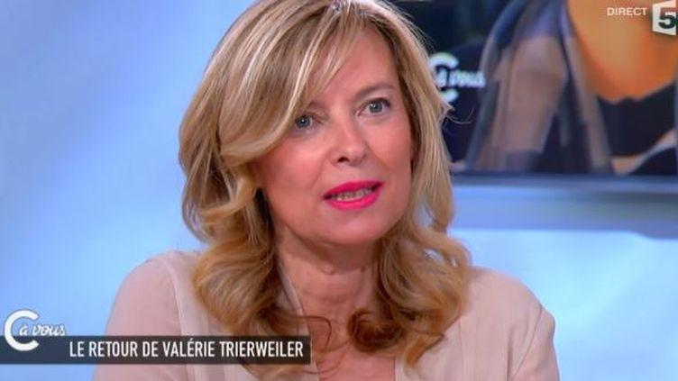 """Valérie Trierweiler lors del'émission """"C à vous"""" sur France 5 le 24 juin 2015 (FRANCE 5)"""