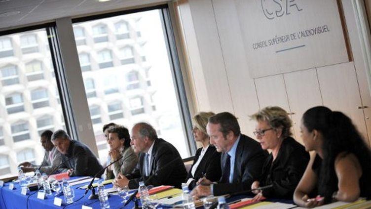 Des membres du CSA en conférence de presse (26/05/2009) (AFP / Bertrand Langlois)