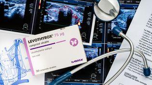 La nouvelle version du Levothyrox, introduite au printemps 2017 par le laboratoire Merck, était destinée à apporter davantage de stabilité au produit. (VOISIN / PHANIE / AFP)