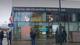 Dans la nuit du lundi 16 au mardi 17 décembre, une explosion a eu lieu devant une mairie annexe à Nantes (Loire-Atlantique). Un acte criminel qui n'a fait aucun blessé. (france 3)