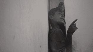 """Photographie de l'exposition """"Incendiaires"""" de Souad Guennoun  (France 3 / capture d'écran)"""