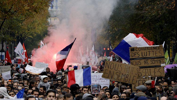 La marche contre l'islamophobie arrive près de Gare du Nord à Paris, le 10 novembre 2019. (GEOFFROY VAN DER HASSELT / AFP)