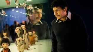 Waël Shawky et ses étranges créatures lors d'une exposition à la SWeprentine Gallery de Londres en novembre dernier.  (London News Pictures/MAXPPP)