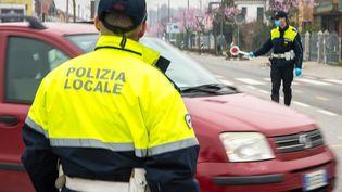 La police contrôle les automobilistes conformément aux demandes du gouvernement italien, à Padova, en Italie, le 13 mars 2020. (MASSIMO BERTOLINI / NURPHOTO / AFP)