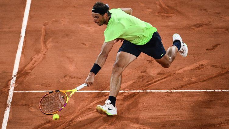 Rafael Nadal a éliminé Richard Gasquet au deuxième tour de Roland-Garros. (ANNE-CHRISTINE POUJOULAT / AFP)