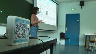Un capteur de CO2 est installé dans cette salle de classe (France 3)