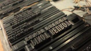 Si l'imprimerie avec des lettres en plomb ou en bois comme cela se faisait au XIXe siècle semble dépassée à l'heure des imprimantes laser, certains font de la résistance pour promouvoir un travail d'art. (France 3)