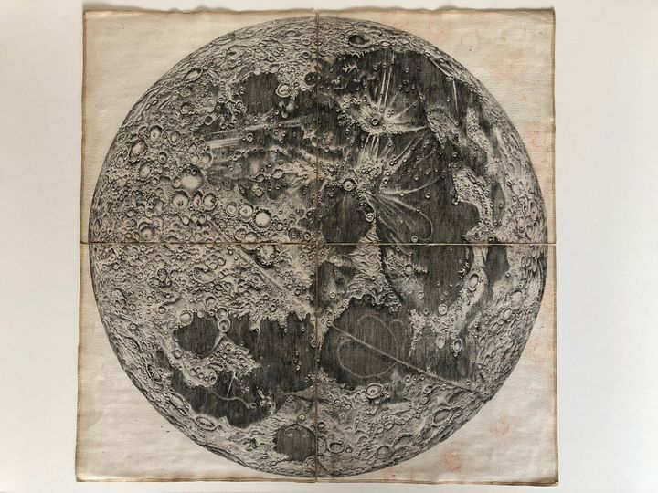 Première carte de la Lune, réalisée parJean-Dominique Cassini, au XVIIe siècle. (MATTHIEU MONDOLONI/ RADIOFRANCE)