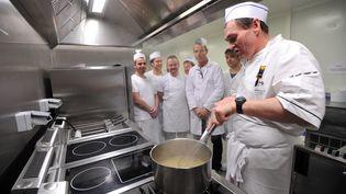 Ecolé d'apprentissage de cuisine à Rennes, le 17 janvier 2014. (FRANK PERRY / AFP)