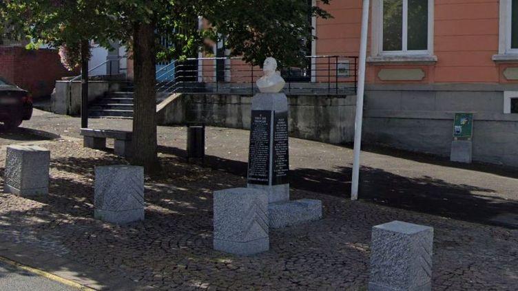 Un buste de Charles de Gaulle, en septembre 2019, place du Général-de-Gaulle, à Hautmont (Nord). (GOOGLE STREET VIEW)
