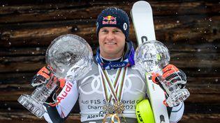 Alexis Pinturault a remporté samedi 20 mars le gros globe de cristal (FABRICE COFFRINI / AFP)