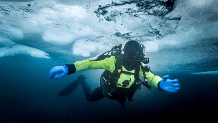 Alban Michon,sous les icebergs du Groënland   (Capture d'image France3/Culturebox)