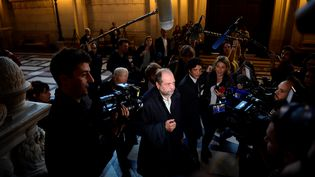 Eric Dupond-Moretti, avocat d'Abdelkader Merah, arrive au palais de justice de Paris, le 2 octobre 2017. (MARTIN BUREAU / AFP)