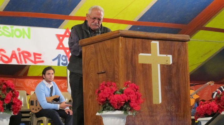 """Pendant les cérémonies religieuses, les pasteurs viennent témoigner des """"miracles"""" accomplis pendant l'année. (FLORIANE LOUISON / FTVI)"""