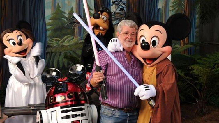 George Lucas visite le parc d'attraction Walt Disney Studios, à Hollywood, en 2010. (TODD ANDERSON / AP / SIPA)