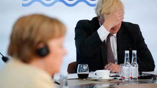 Boris Johnson et Angela Merkel lors d'une réunion du G7 à Carbis Bay, au Royaume-Uni, dimanche 13 juin 2021. (AFP)