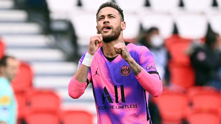 Neymar, buteur contre Lens, le 1er mai 2021. (ANNE-CHRISTINE POUJOULAT / AFP)