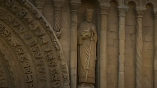 En août, les fidèles ont tendance à déserter les églises anglaises. Alors, certaines paroisses rivalisent d'imagination pour faire revenir les croyants. (FRANCE 2)