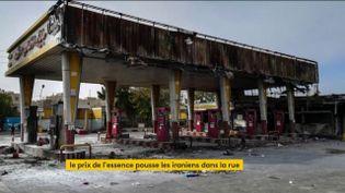 Une station-service détruite en Iran (FRANCEINFO)