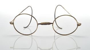 Les lunettes de Claude Monet, vendues pour plus de 50.000 dollars à Hong Kong  (Christies Images Ltd. / AFP)