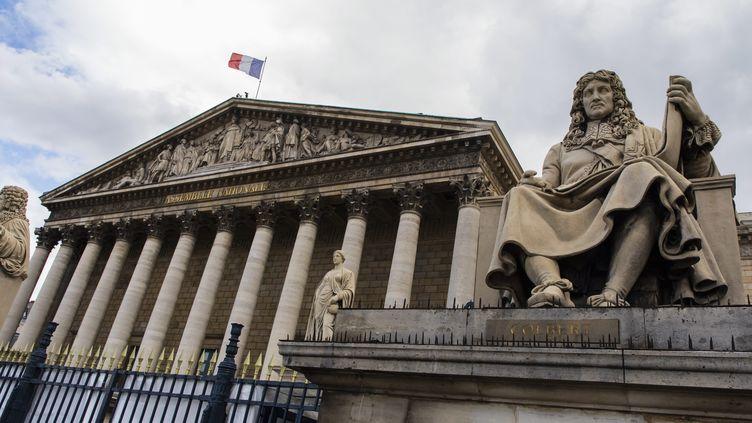 La statue de Jean-Baptiste Colbert, ministre des Finances de Louis XIV entre 1661 et 1683, devant l'Assemblée natonale à Paris. (VINCENT ISORE / MAXPPP)