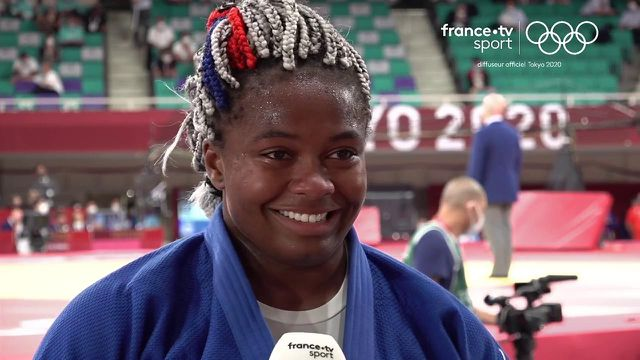Romane Dicko a obtenu la médaille de bronze pour ses premiers Jeux Olympiques mais a d'abord dû essuyer la déception de sa défaite en finale.   La première réaction de la Française après sa victoire