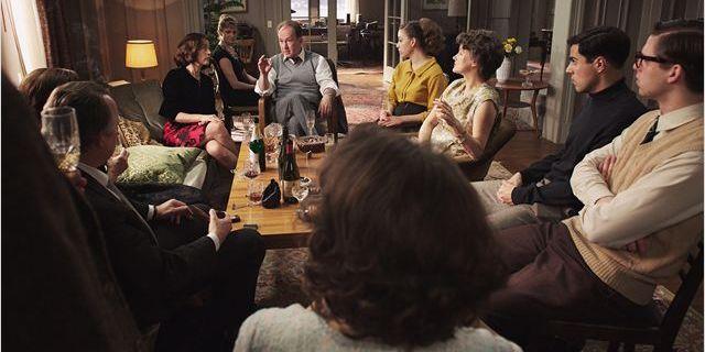"""Hannah Arendt (Barbara Sukova, à droite), entourée de ses proches et d'étudiants dans """"Hannah Arendt"""" de Von Totta  (Sophie Dulac Distribution)"""
