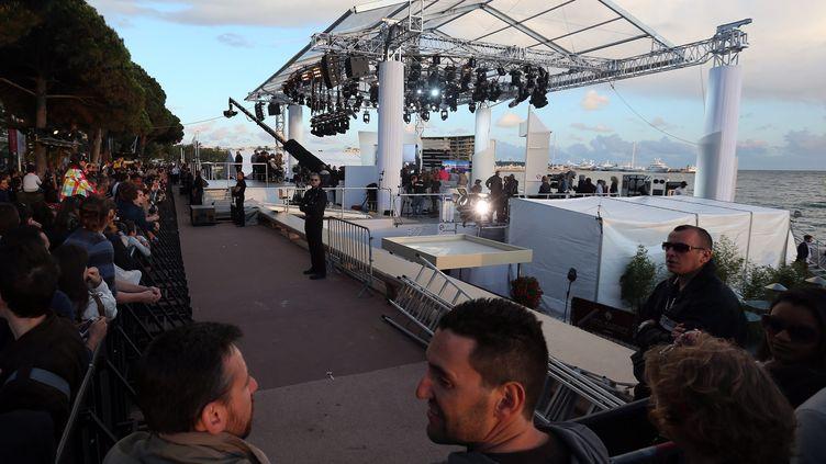 """Le plateau du """"Grand Journal"""" où un homme a tiré avec un pistolet d'alarme, le 17 mai 2013 à Cannes (Alpes-Maritimes). (MAXPPP)"""