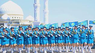 Un défilé des forces armées kazakhes dans la capitale Astana, le 7 mai 2014. (SELCUK UYSAL / ANADOLU AGENCY / AFP)