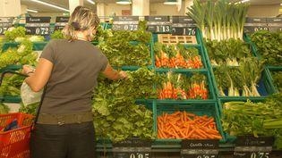 L'UFC Que Choisir demandenotamment aux distributeurs de répercuter les baisses des cours des matières agricoles sur les prix alimentaires (photo d'illustration). (JEAN PIERRE AMET / MAXPPP)
