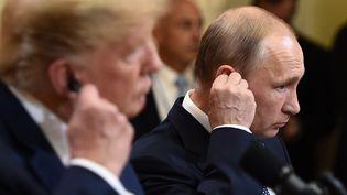 Donald Trump et Vladimir Poutine lors de leur conférence de presse conjointe, lundi 16 juillet 2018 à Helsinki (Finlande). (BRENDAN SMIALOWSKI / AFP)