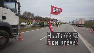 La grève des chauffeurs routiers à Rennes (Ile-et-Vilaine), le 20 janvier 2015. (  MAXPPP)
