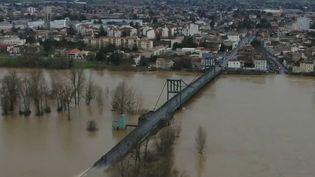 LeLot-et-Garonne s'est réveillé les pieds dans l'eau dans un paysage totalement transformé par les intempéries, jeudi 4 février. (CAPTURE ECRAN FRANCE 2)