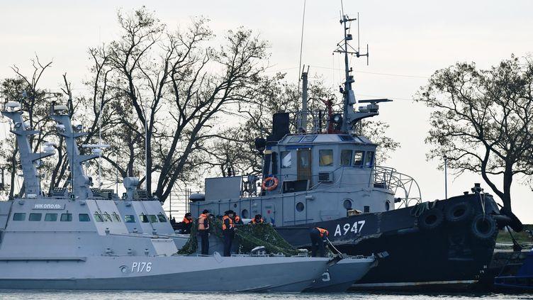 Les trois navires ukrainienscapturés par la Russie dans le détroit de Kerch (XINHUA)